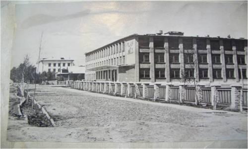 Здания школ построенные в 1957 и 1967 годах